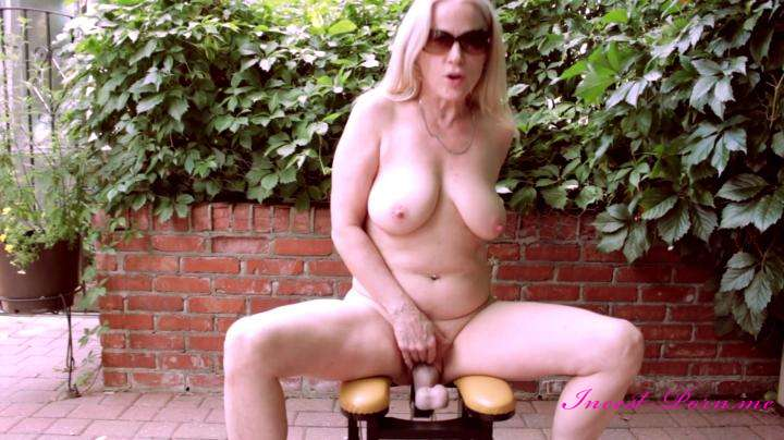 Gartersex-Dirty mommy back yard fuck machine-manyvids
