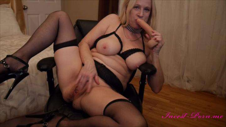 Gartersex-Mommy sucks and fucks the cum out of you-manyvids