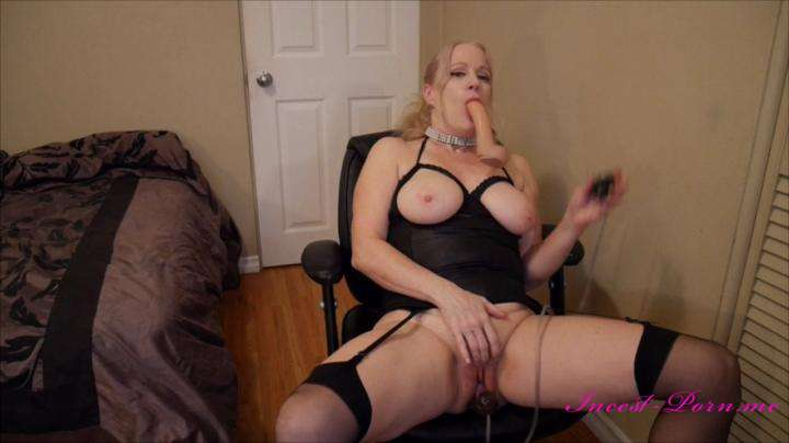 Gartersex-Naughty mommy sucks you fucks dog dick-manyvids